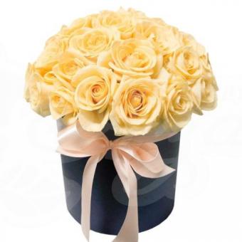 Коробочка из 15 кремовых роз